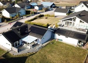 Solpaneler på villa i Kolbäck