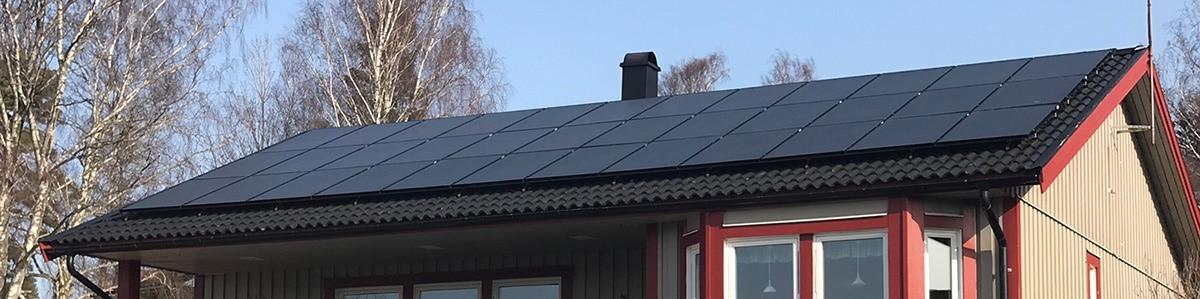 Solpaneler på tak i Uddevalla
